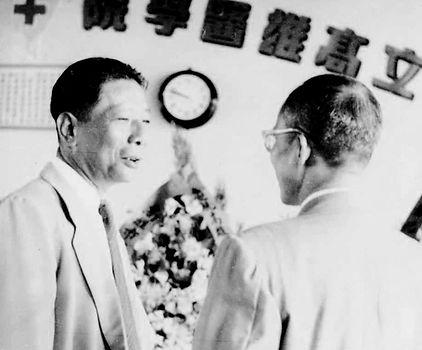 高醫成立典禮董事長陳啟川(左)教育部司長孫宕越.jpg