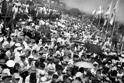《共襄盛舉》, 1949