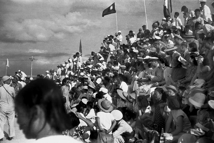 《觀禮人潮》, 1949