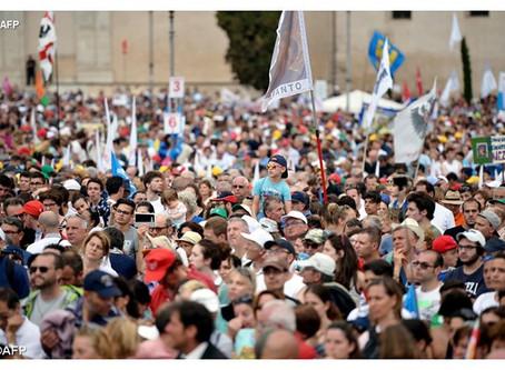 """Colombia: i cattolici scendono in piazza con la Marcia di San Lorenzo e fermano """"l'educazione gender"""