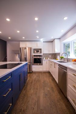 Bright high contrast kitchen