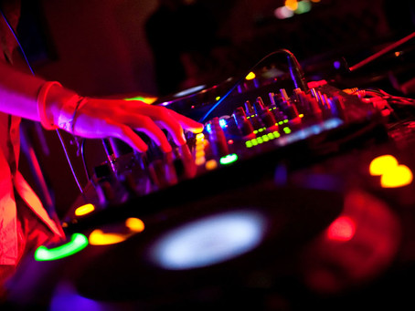 How To DJ: Why the phrasing is very important in the Mix