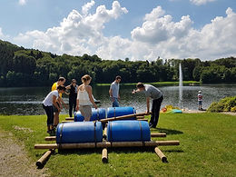 Build a raft with your team is a real challenge! We provide the materials and the support, you build your own raft with your team and escape from your challengers.