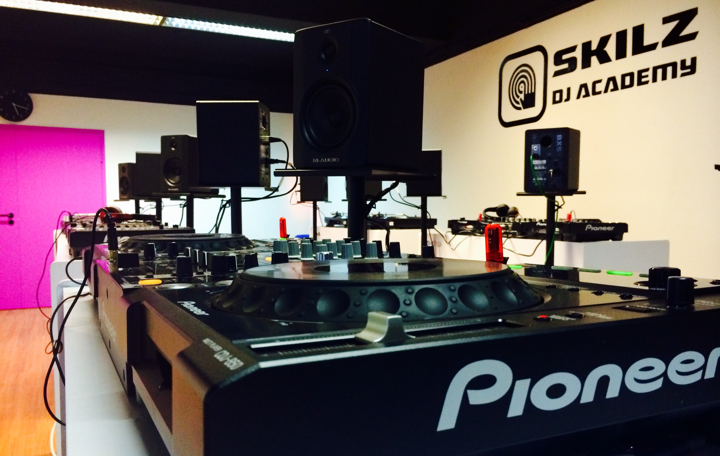 Skilz DJ Academy Training Room pic4