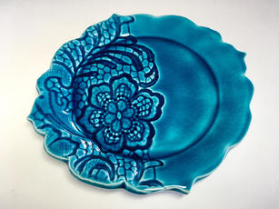 Small Round 'Lace' Plate (flat view)