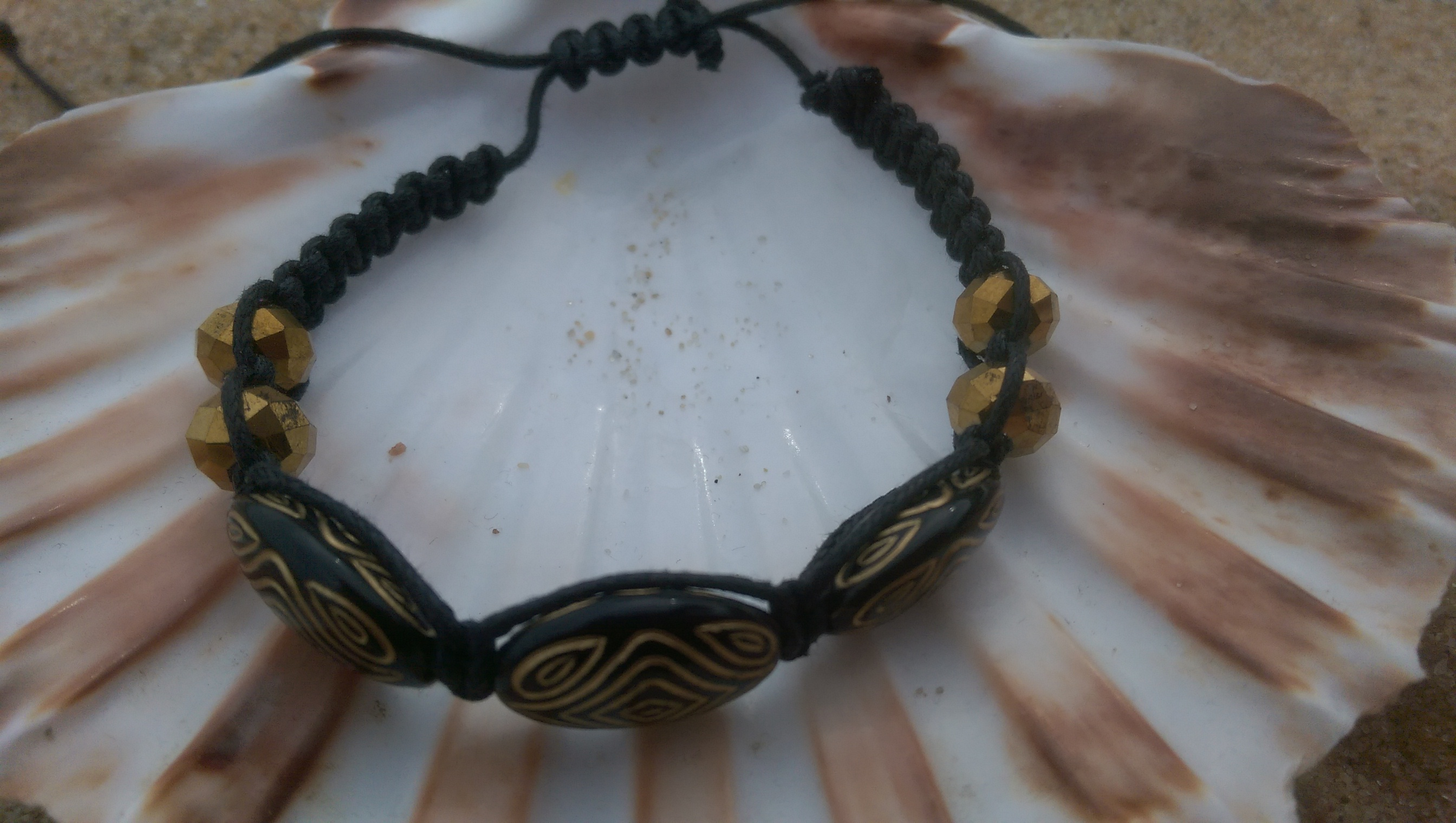 Black & gold shamballa-style