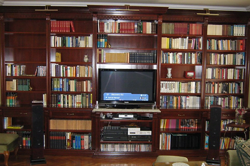 Beautiful Traditional Bookshelf Unit