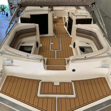 Deckboat