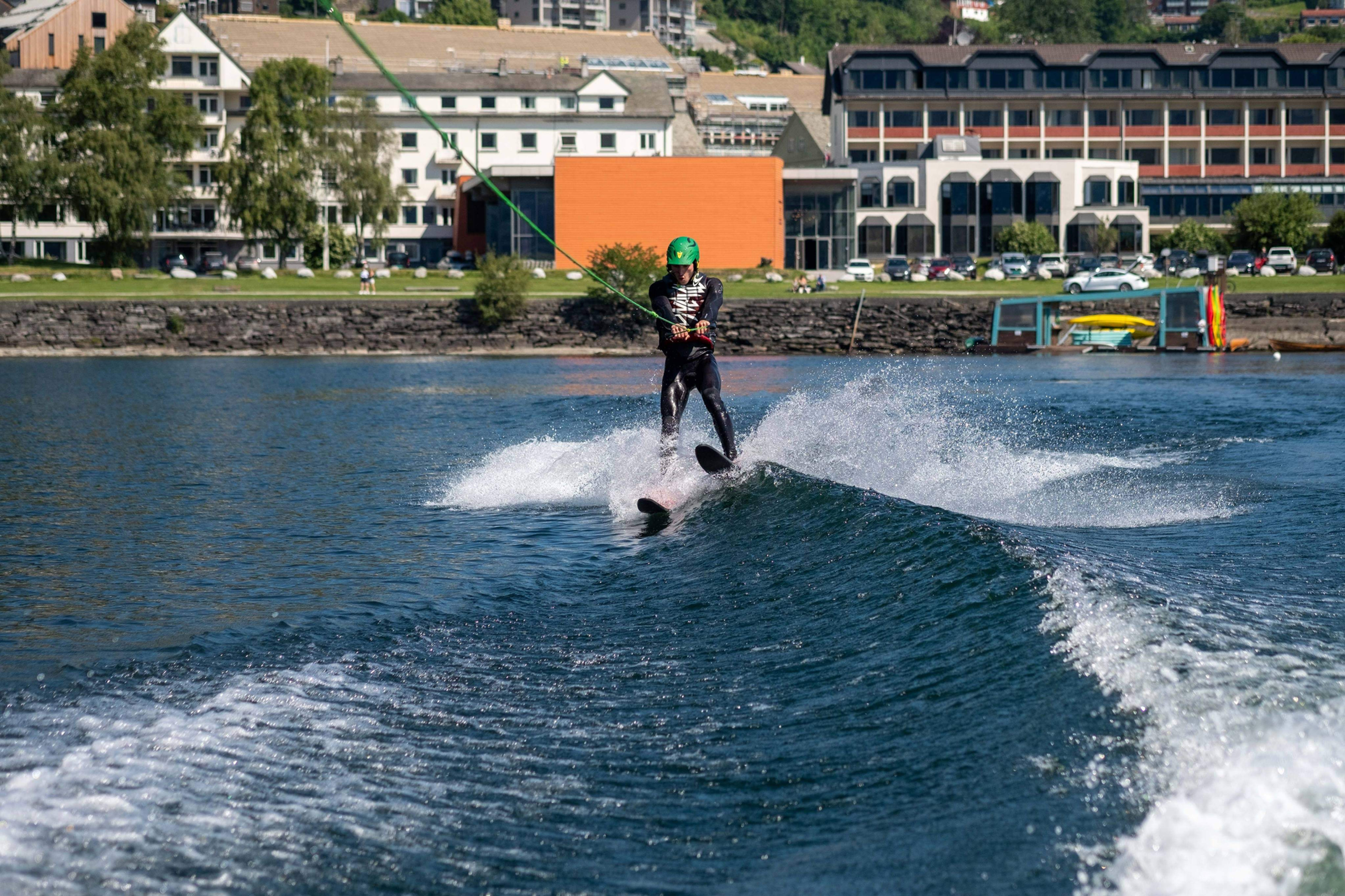 80 min session Wakeboard / Water Skiing