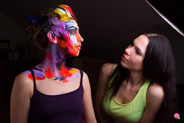 Елена Бегма Рисует яркие портреты. Лицо в краски. Портрет в ярких красках.