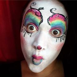At the county fair I found_ A clown!__Payasito saltador...