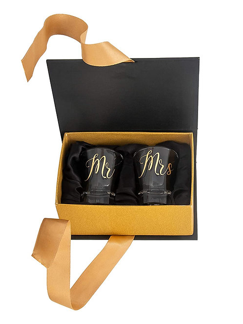 MR AND MRS COUPLE SHOT GLASSES
