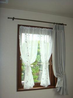 洋室小窓カーテン_9891898583_l