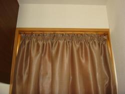 小窓のカーテン_9891781984_l