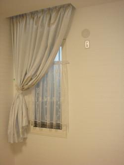アトリエの小窓です。_9930121545_l