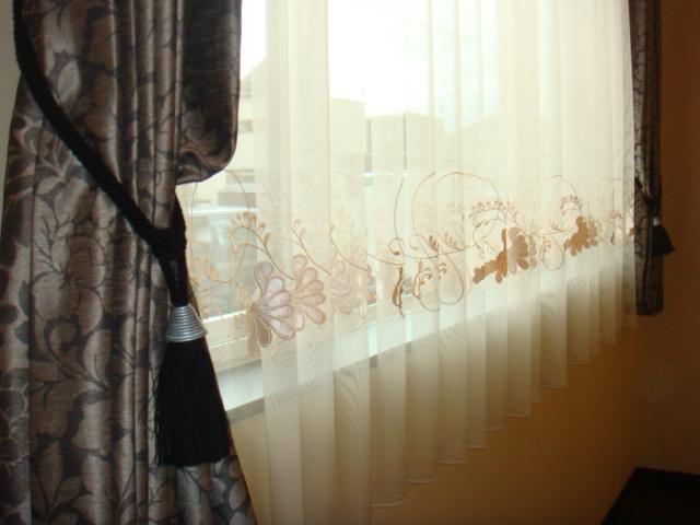 岩田亭リビングのカーテン