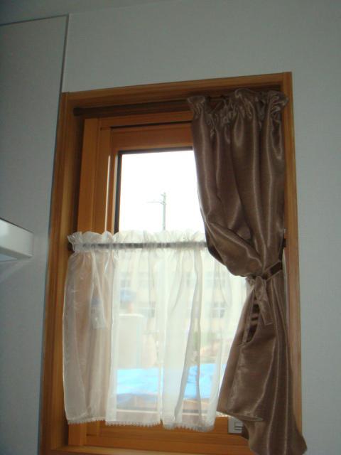 1階キッチンに2か所の小窓があります。_9891775146_l
