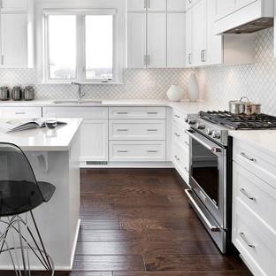 White-Ceramic-Arabesque-Shaped-Backsplas