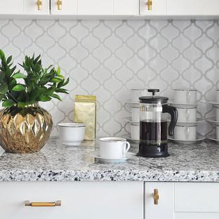 White-kitchen-backsplash-tile-gray-count