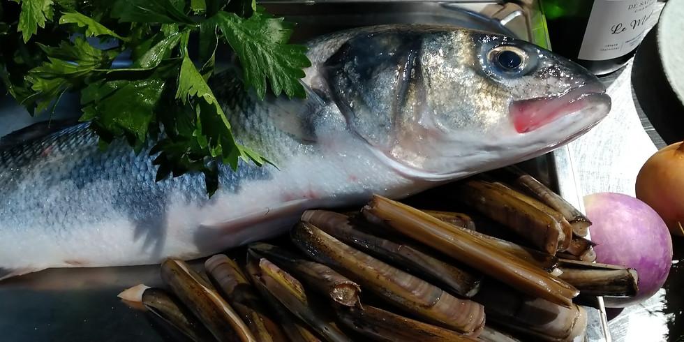 Travail sur les poissons Bar de ligne et Saint-Pierre et émulsion