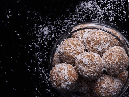 """Almond & Cacao """"Bliss"""" Balls"""