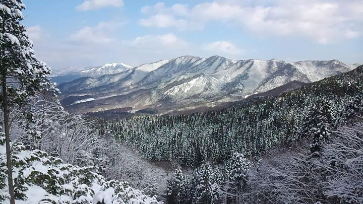 冬の泉山から