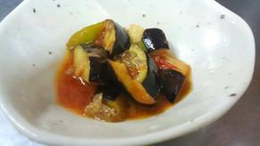 まだまだ修行中ですが。岡山県鏡野町産のトマトに地元農家さんの秋野菜を使ったカポナータ。これから鮮やかな紅葉が楽しみですね!
