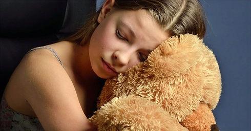 anxious-child-sleep-e1466532565882-768x402_edited.jpg