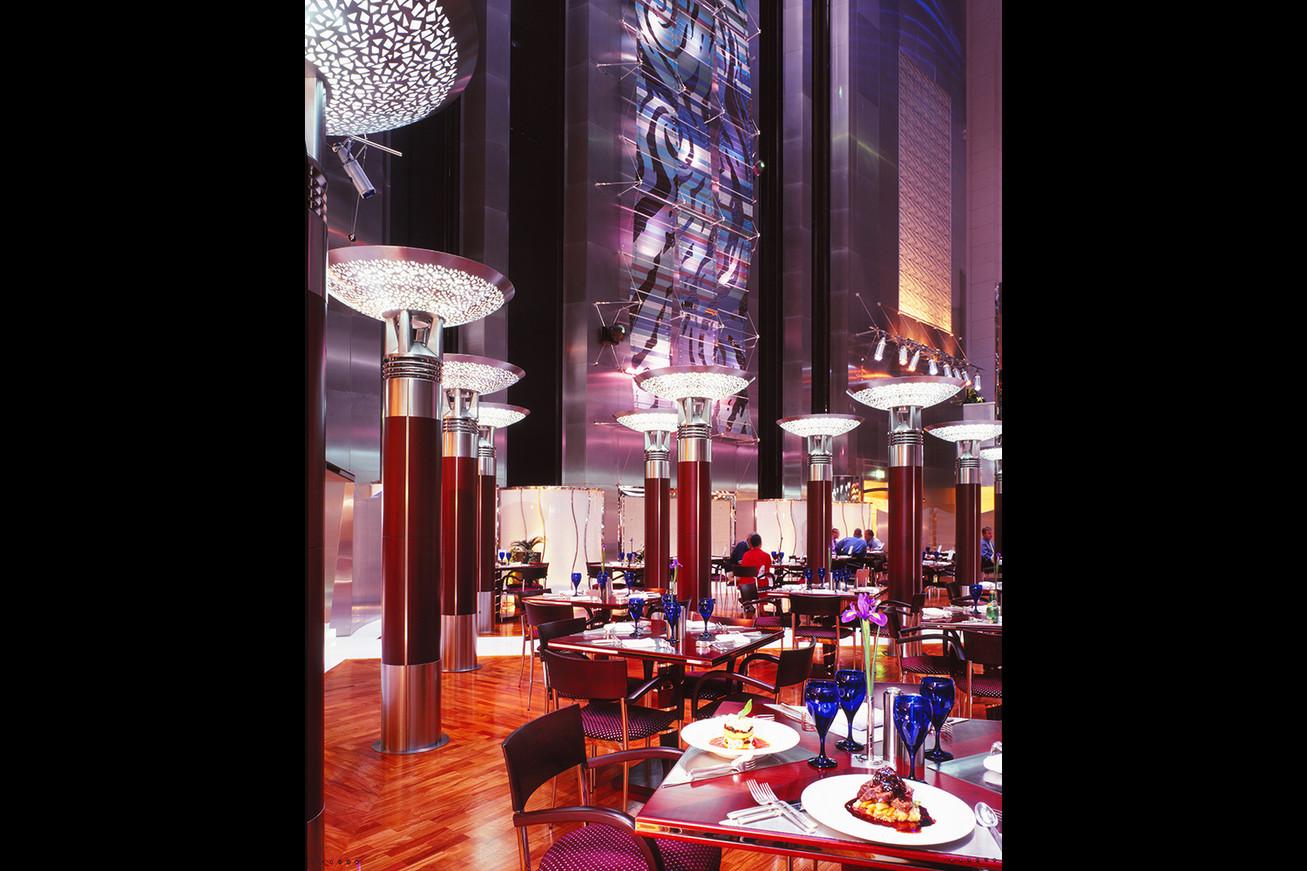 """Restaurant """"Cascade"""" - Dubaï."""
