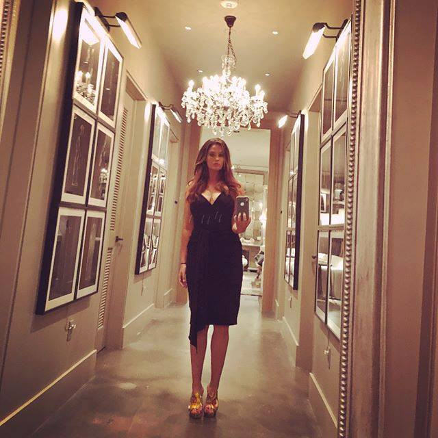 whitney, selfie, franklin, it, instagood, supermodel, beautiful, whitney thompson, young, model, plus model, antm, fashion, blogger, blog, whitney's wanders, body image, self love, weight, truth, nashville, blonde, restoration hardware, chandelier, celebrity, famous, book, winner, beauty, sexy, influencer