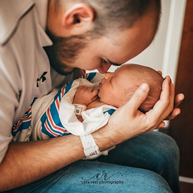 First snuggles with daddy! 😍😍⠀_#tampap
