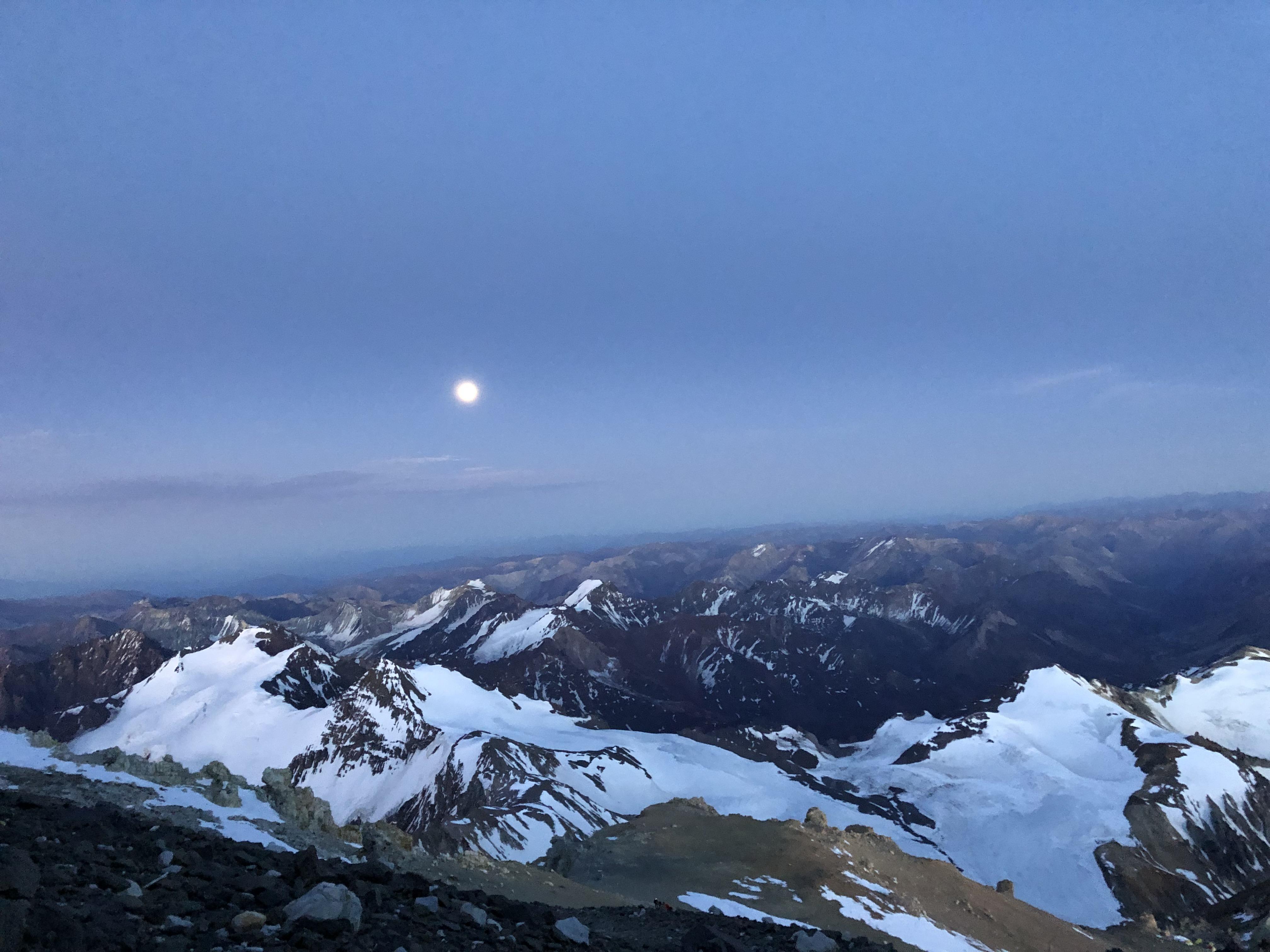 Der Mond auf dem Gipfel