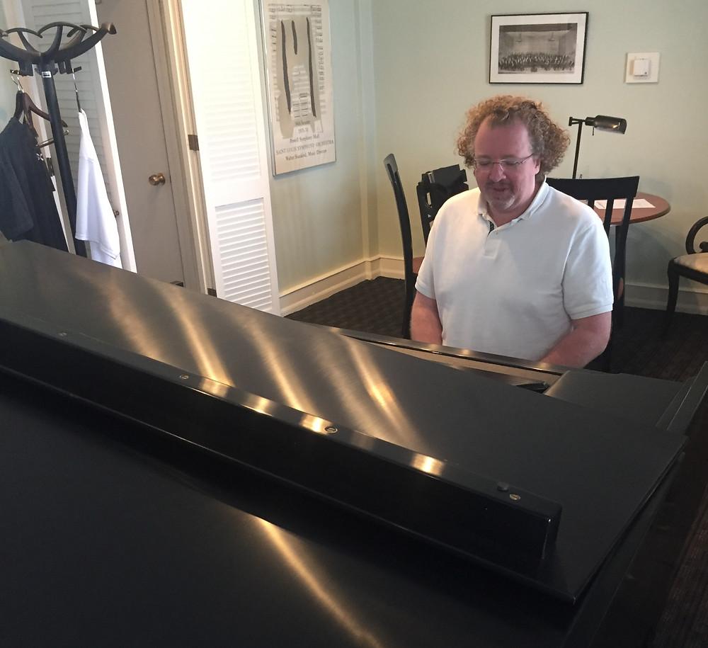 Stephane Deneve at the piano