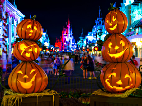 O que acontece no Halloween e Natal nos parques Magic Kingdom e Universal