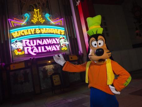 Nova atração Mickey & Minnie's Runaway Railway chega ao Walt Disney World Resort