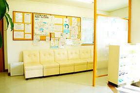 クリニックの待合室