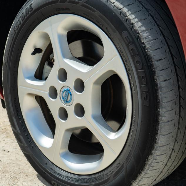 Nissan Leaf 2014-13.jpg