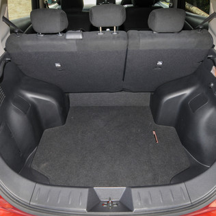 Nissan Leaf 2014-10.jpg