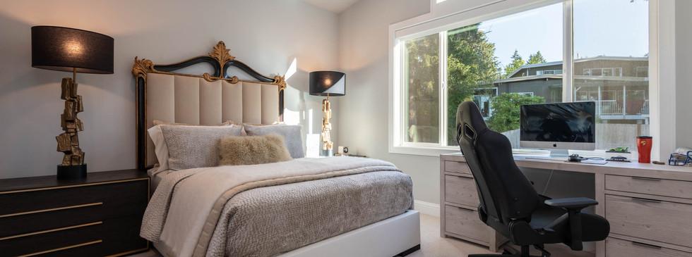 30 - Guest Bedroom.jpg