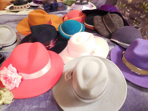 How to choose a hat for a woman