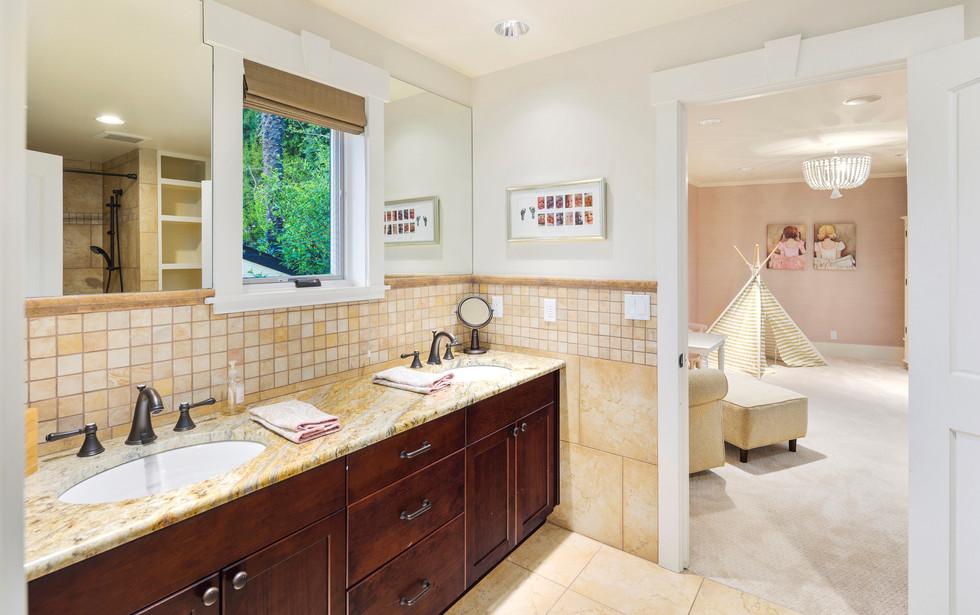 25 - Kids Bathroom.jpg
