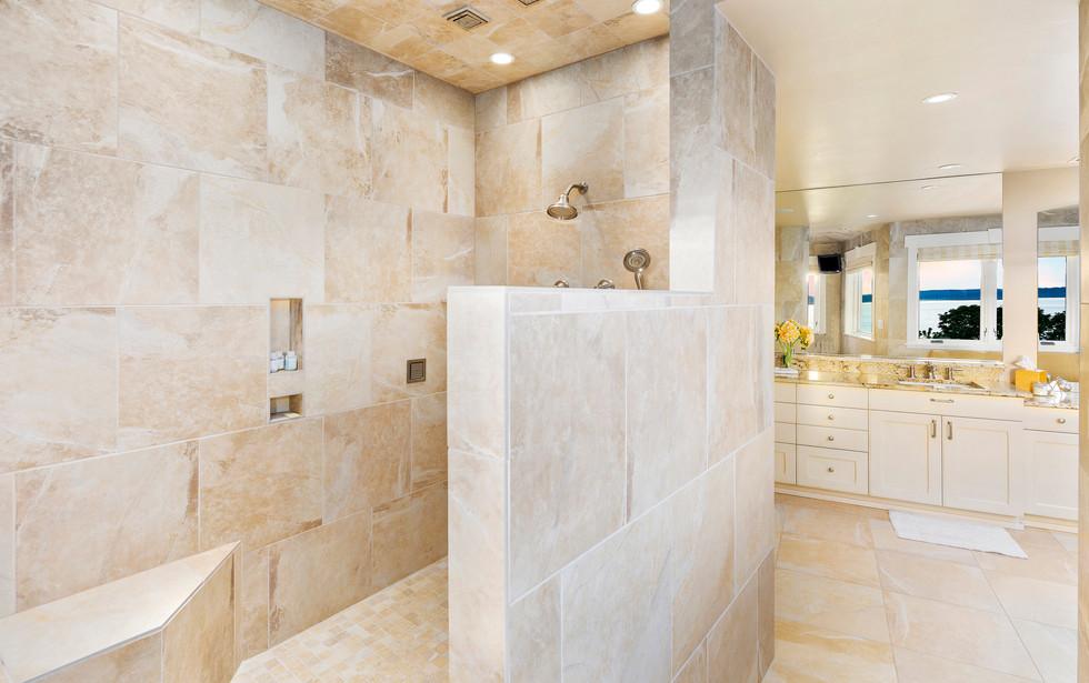 21 - Master Shower.jpg