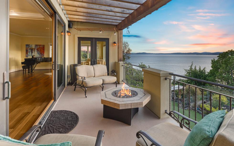 9 - Living Room Balcony.jpg