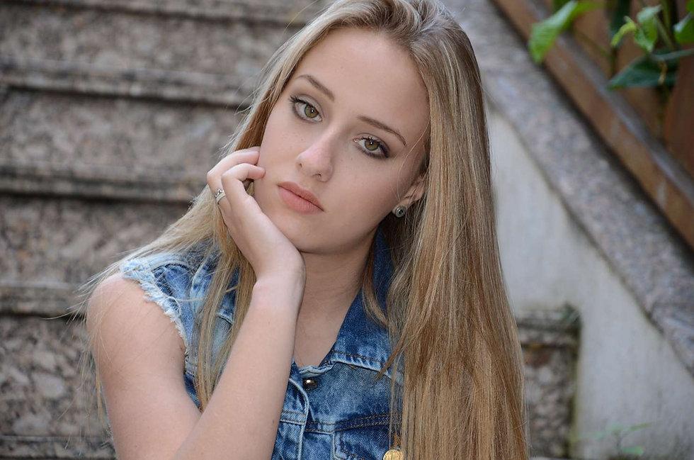 Caroline Motta1.jpg