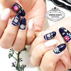 🌼 Flower Power 🌼 【Done by Senior Nail Artist Jiali at Tampines】》》》More info, check out our IG prof