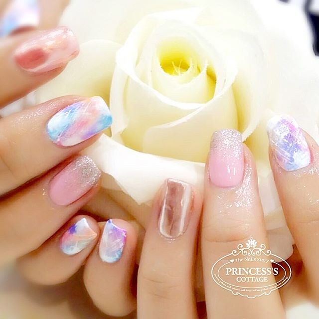 You light up my life! Like a morning sun - Good Morning! 【Done by nail artist Qing at The Seletar Ma