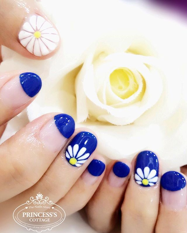 I want Daisies on my nails~ Here you go! 🤗 Simply add on $25 only for this exact full set at The Se
