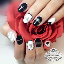 The trending chrome effect powder and chrome nail tapes are the best combi! 【Done by Nail artist Che