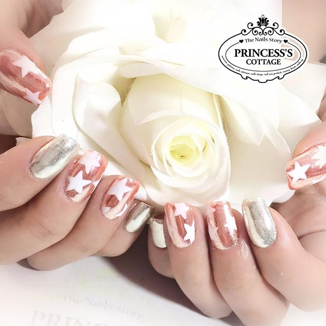 This set is real shiny!! Mirror chrome effect nails are very eye catching, have you try it_ 【Done by