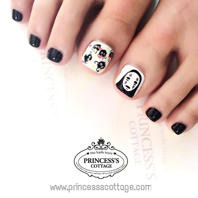 Characters from #spiritedaway. Cartoon drawings on nails are not as easy as you thought..